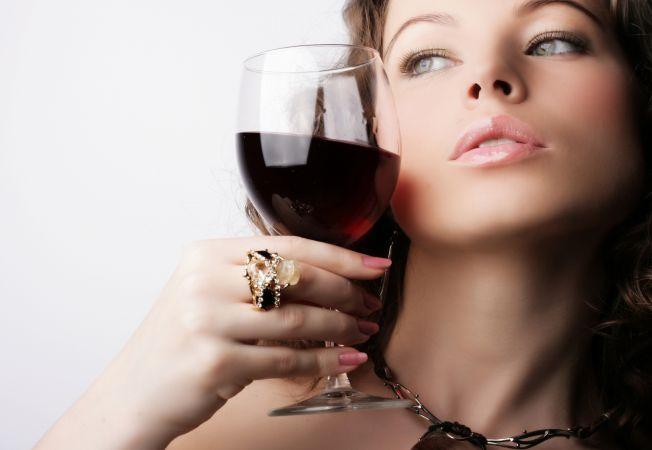 Vinul rosu, un tratament corporal de exceptie. 5 beneficii uimitoare pentru piele