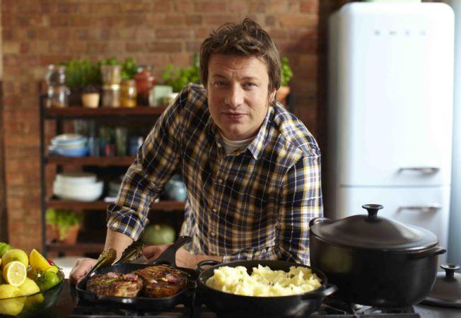 Gateste cu Jamie Oliver! Supa englezeasca de ceapa si praz, un deliciu cald pentru un weekend rece