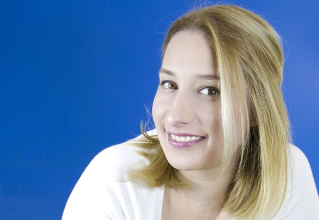 Expertul Acasa.ro, Simona Gabriela Buzatu, multimedia designer si specialist de marketing online