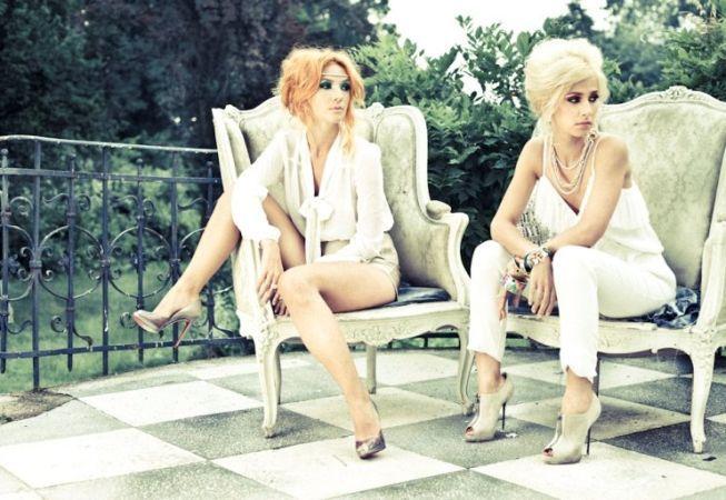 Adela Popescu si Dana Rogoz. Care ti se pare mai sic?