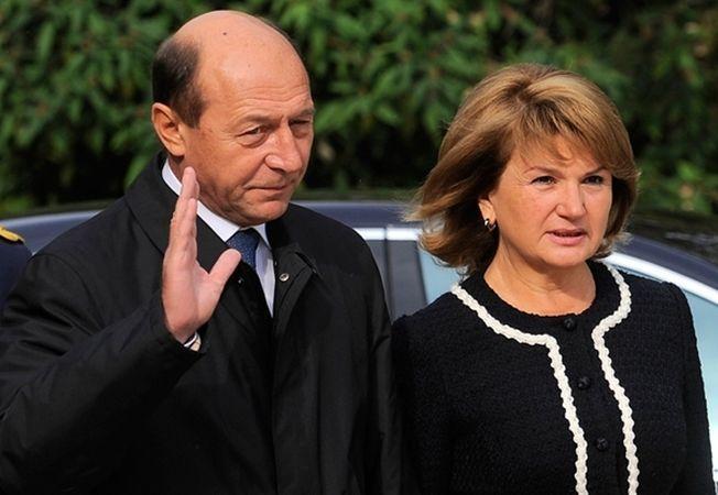 """Traian Basescu, despre sotia sa: """"De 40 de ani nu reusesc sa scap de ea"""""""