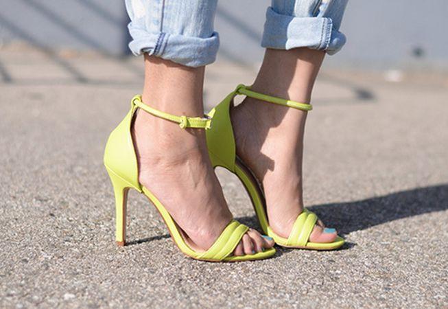 Pregateste-ti picioarele pentru sandale