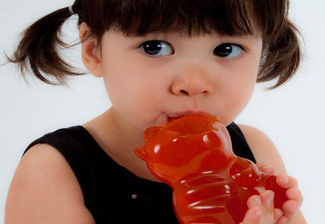 Ce greseli sa eviti cand ii dai dulciuri copilului