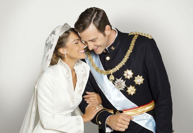 """Love story la palat. Cum l-a cucerit ziarista Letizia pe """"Printul Playboy"""""""