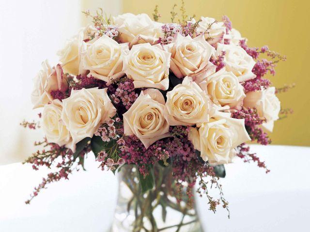 4 aranjamente cu flori de mai pe care le poti face in cateva minute