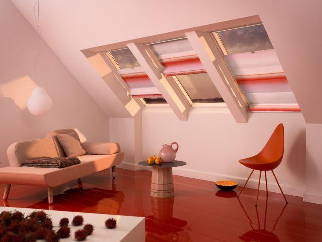 O mansarda stilata. Decoreaza ferestrele cu jaluzele romane VELUX in culori si texturi inedite