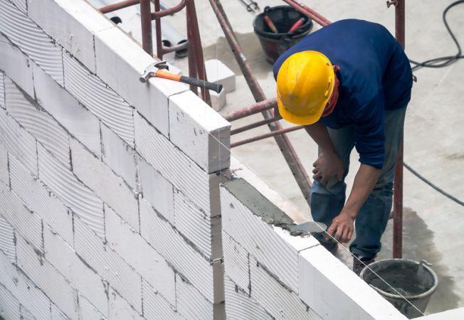 Top 5 avantaje ale construirii unei case din BCA