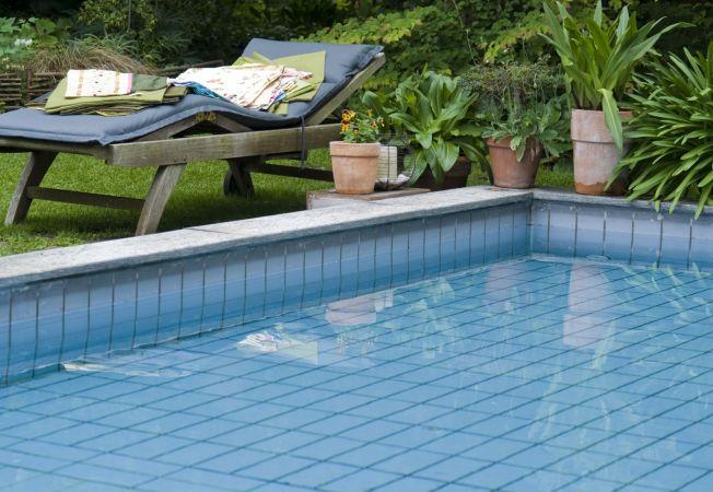 HEPTA piscina curte