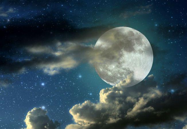 Expertul Acasa.ro Maria Sarbu, astrolog: Cum vor fi influentate zodiile de luna plina din 9 iulie VIDEO