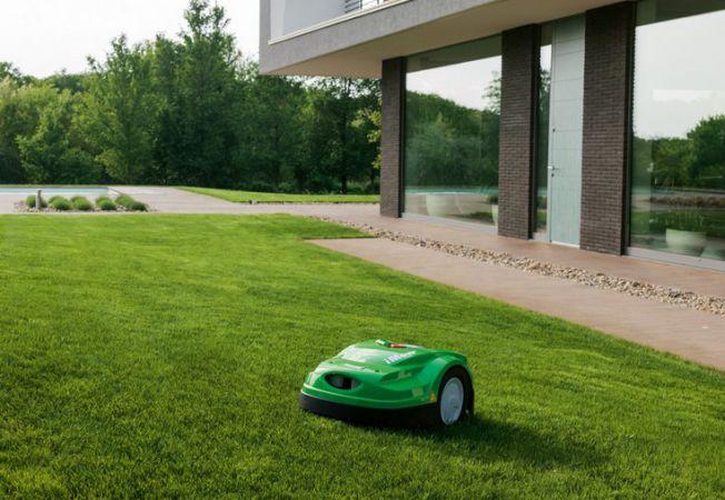 robot tuns iarba
