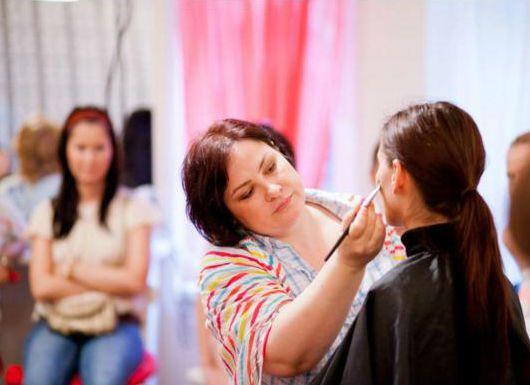Expertul Acasa.ro, Monica Zainescu, make-up artist