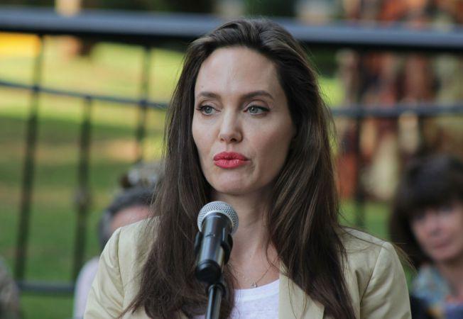 Angelina Jolie Hepta