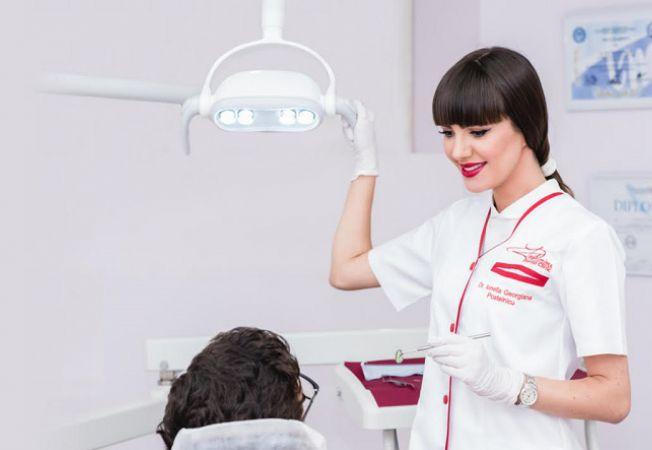 Expertul Acasa.ro, dr Postelnicu Ionella Georgiana, medic specialist in implantologie orala, estetica dentara