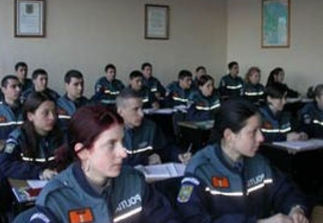 489342 0811 politisti campina clasa