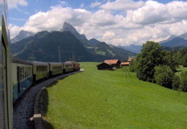 Tren panoramic munti