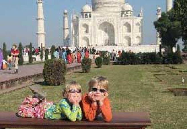 copii la Taj Mahal