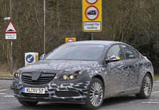 Opel Insignia camuflat