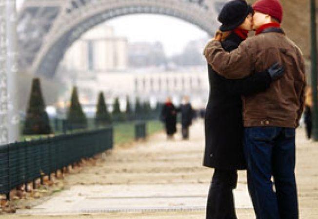 cuplu Turnul Eiffel