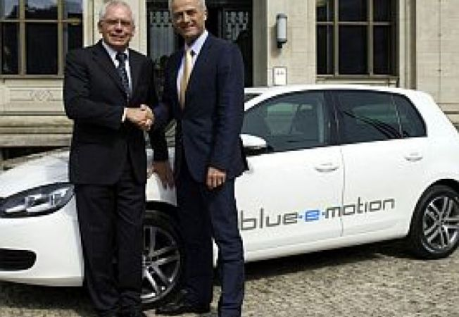 VW-Golf-blue-e-motion