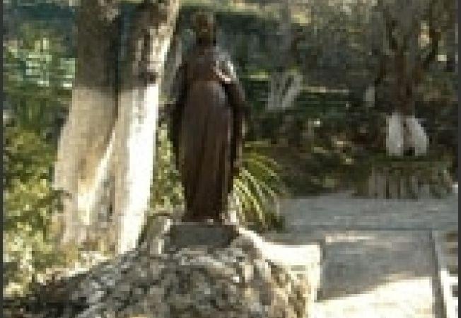 Statuia Fecioarei Maria