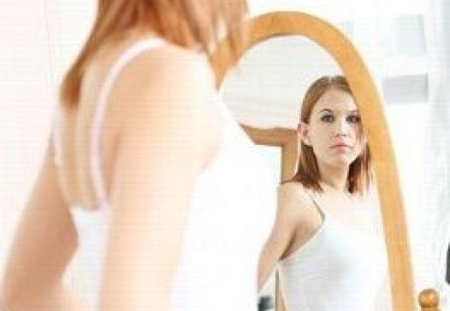 450209 0810 adolescenta oglinda