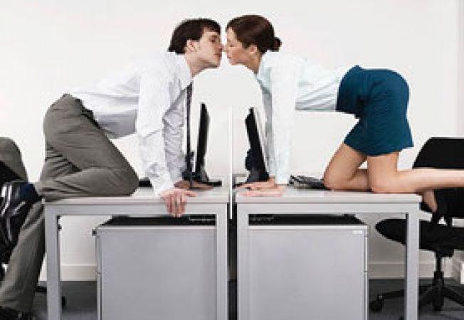 Deagostea la birou