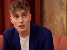 "Sam Fender, imaginea campaniei ""Suit your self"" de la Topman"