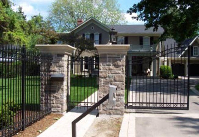 Cele mai folosite materiale pentru garduri for Modele de garduri pentru case
