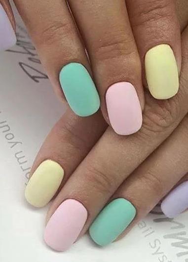 unghii pastelate